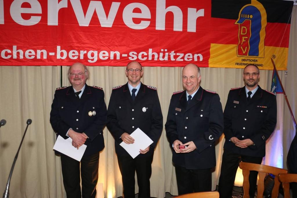Timo Reichenberg wurde für 25 Jahre aktiven Dienst und Gerd Damerau für 40 Jahre aktiven Dienst geehrt